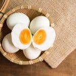 卵の白身と黄身のどちらがバストアップによいですか?