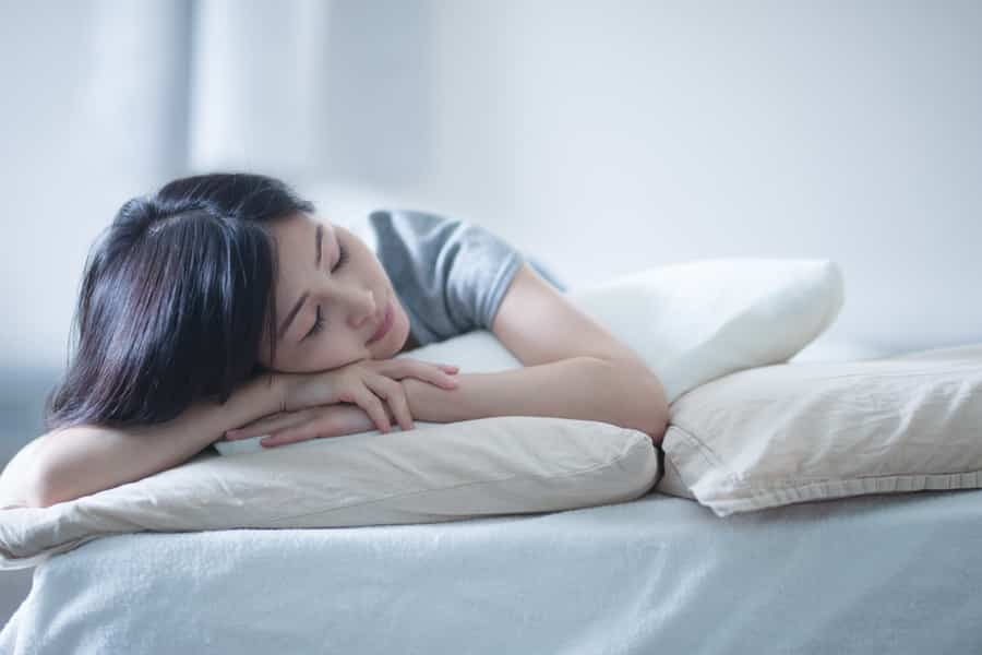 バストアップのためには、食事プラス運動と睡眠