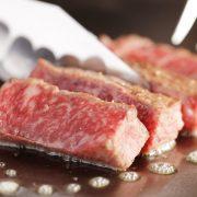 肉を食べるとバストアップに効果があるの?