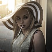 タバコを吸っていると胸が垂れるって本当?