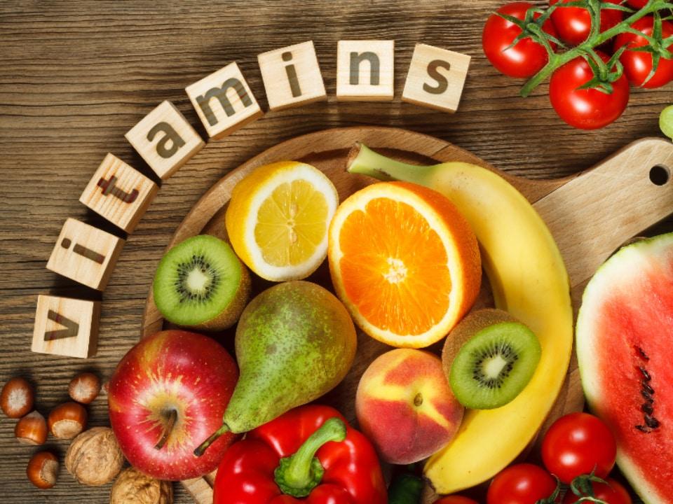 ビタミンはバストアップを補助します