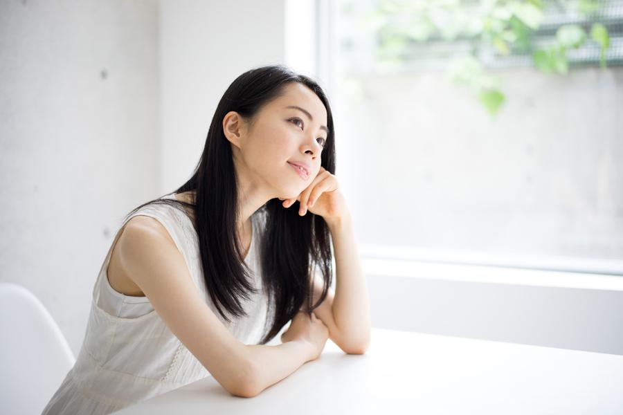 バストアップを目指すなら生活習慣を改善して、女性ホルモンの分泌を安定させましょう