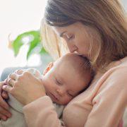 産後は胸の形が崩れてしまうって本当?