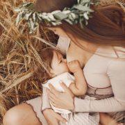 授乳により胸の大きさが変化する原因とは?