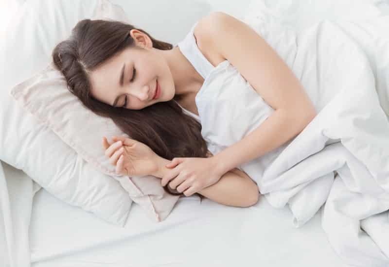 胸が小さいのは睡眠時間のせい?胸の成長と睡眠の関係