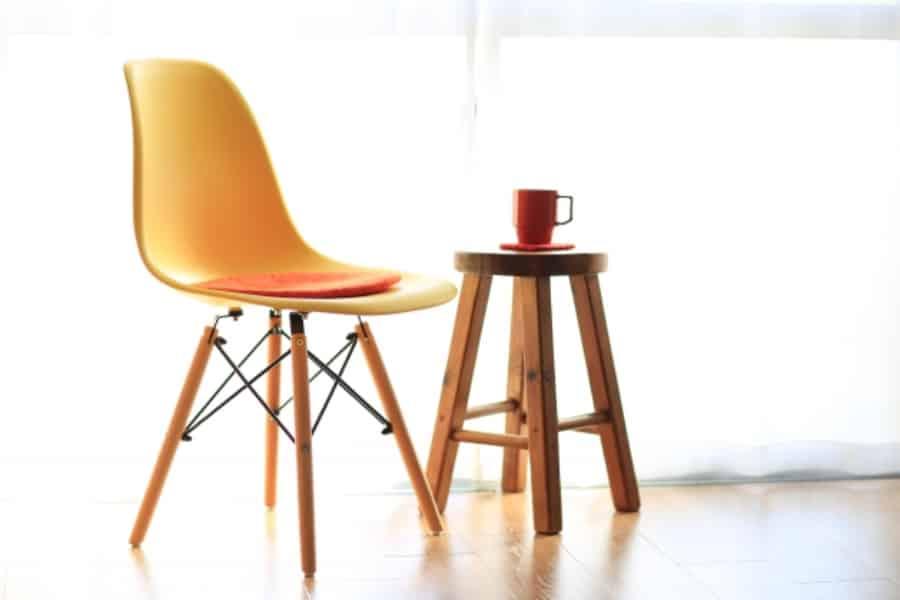 椅子を使用した筋トレがおすすめです。