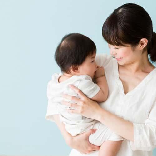 胸の形が崩れる原因は授乳だけではない!ママのための美乳術