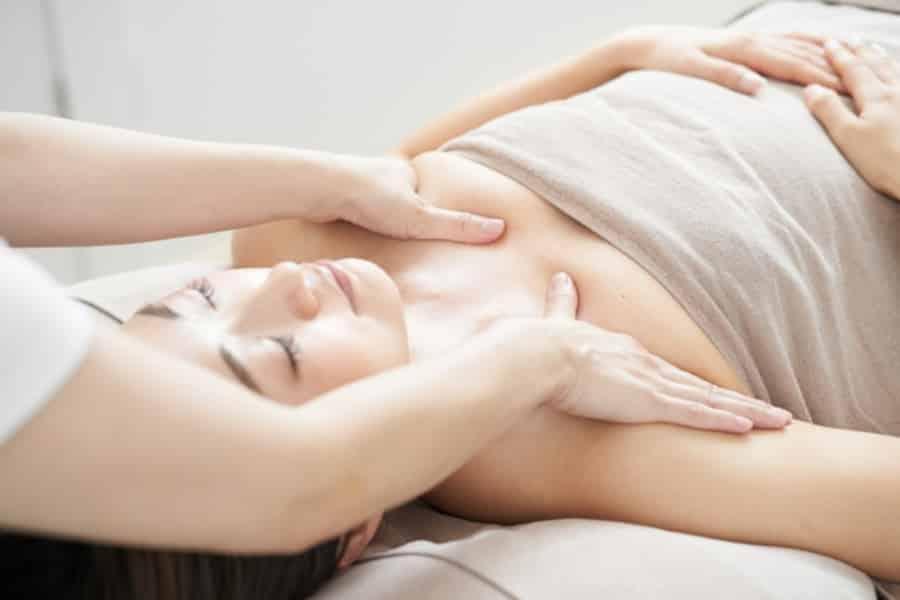 育乳マッサージをサロンで受けるとより効率の良いバストアップが目指せます