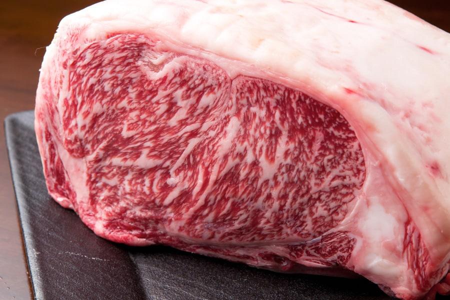 牛肉を食べると本当にバストアップするの?