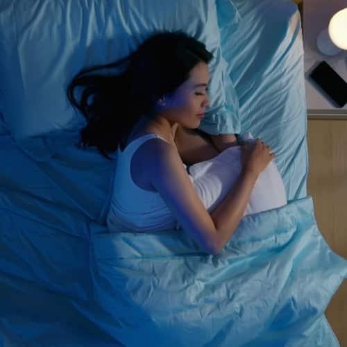 睡眠時間と胸の大きさには深い関わりがある!バストアップする快眠術とは?