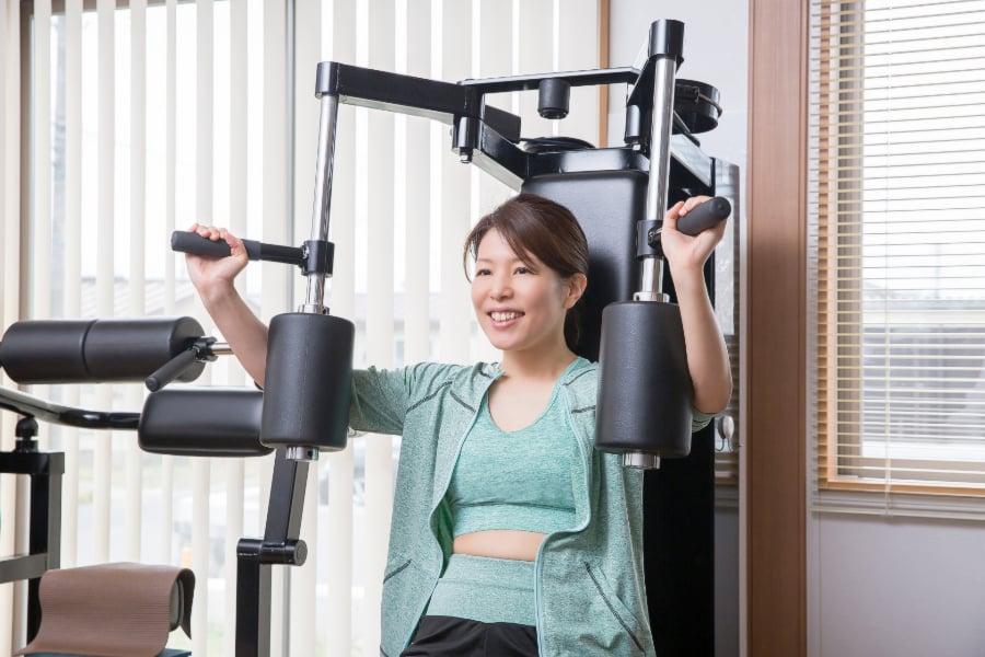 ジムで大胸筋を鍛えるトレーニング①チェストプレス