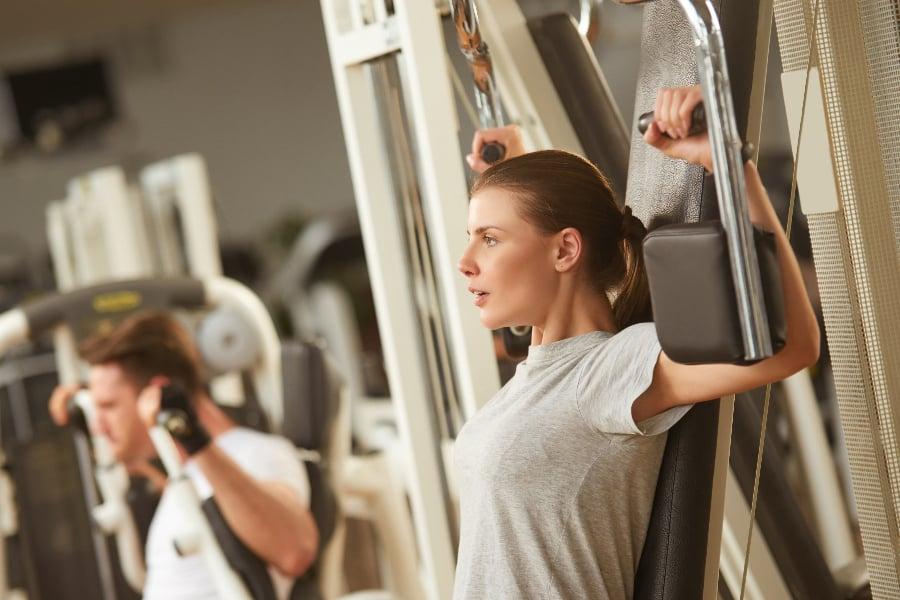 ジムで大胸筋を鍛えるトレーニング②バタフライマシン