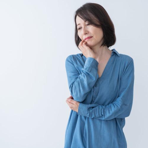 40代以降で胸が垂れる原因とは?