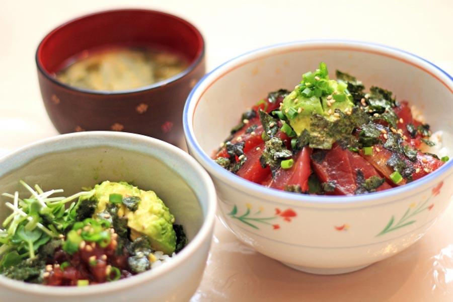 おすすめのレシピ!栄養満点アボカドとマグロの丼
