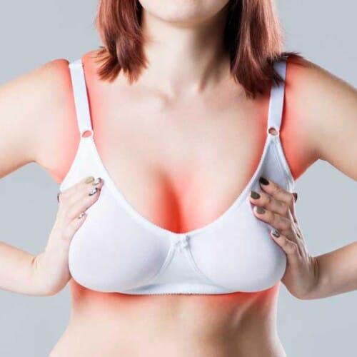 年齢とともに垂れる胸、締め付けが苦手でも補正ブラは必要?