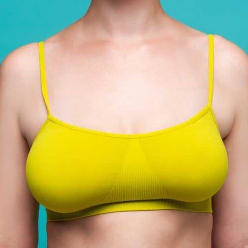 なぜ左右の胸の大きさが全然違うの?左右差の原因と対策